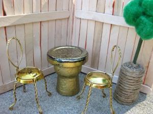 source http://amandamakesit.wordpress.com/2012/04/15/diy-dollhouse-patio-furniture-2/